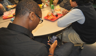 On the edge: electronic devices should be allowed during lunch