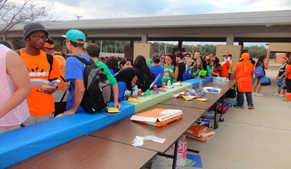 Barbeque added to Powder Puff night; seniors and sophomores win games