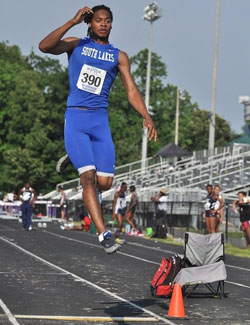 Tracksters dominate districts, place in region and state