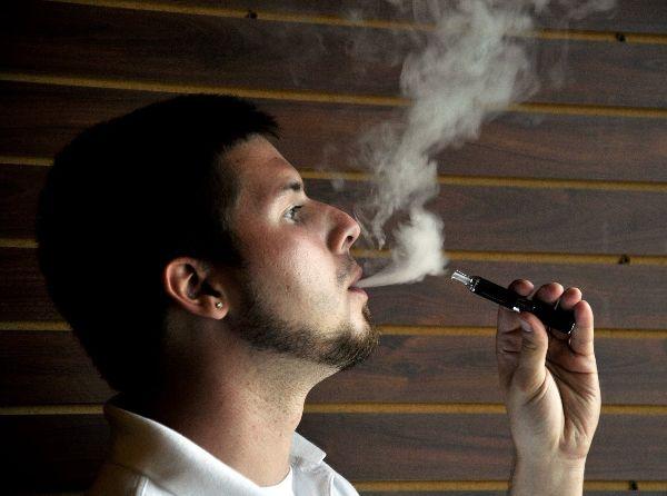 Prezi: E-cigarette debate lights up