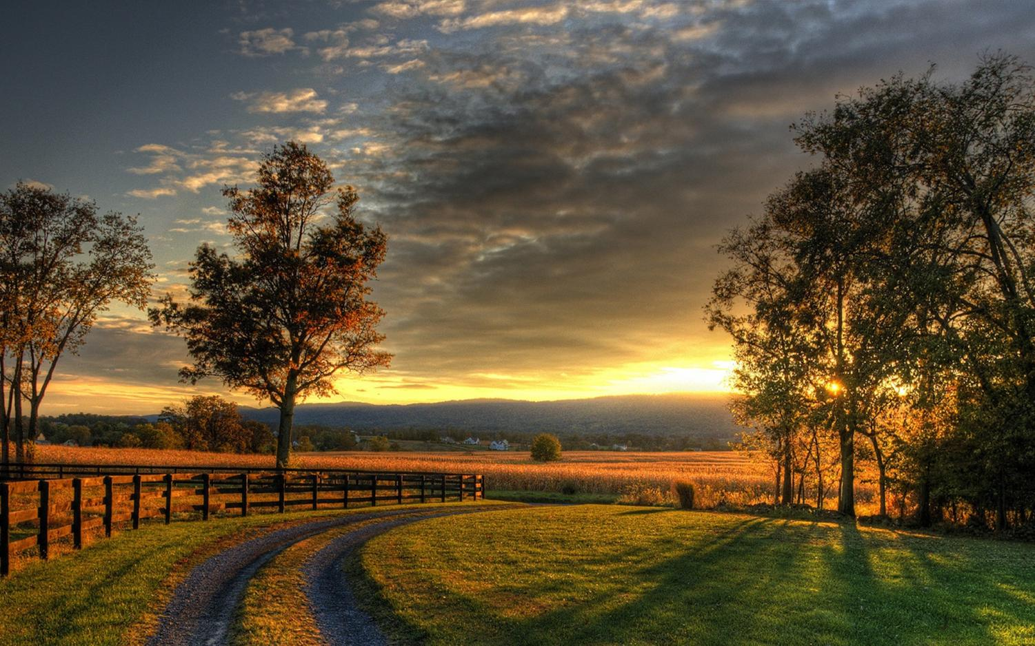 Photo of the countryside, courtesy of www.wallsdesk.com